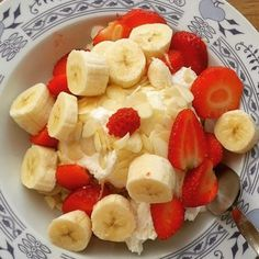 Good morning   #befabulous #photo #brno #strawberries #instagram #banana #great#happy #Body#love#beuty #health#fitness#healthylifestyle#lifestyle#food#almonds#breakfast