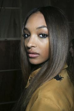 Topshop Unique Jourdan Dunn models the beauty look. Curled Hairstyles, Pretty Hairstyles, Beauty Secrets, Beauty Hacks, Fashion Models, Fashion Beauty, How To Curl Short Hair, Topshop Unique, Beauty Photos