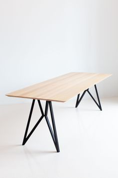 Studio HENK's wooden dining tables are a combination of craftsmanship, aesthetics and functionality. Wood Furniture Legs, Iron Furniture, Steel Furniture, Industrial Furniture, Custom Furniture, Furniture Design, Wooden Dining Tables, Dining Room Table, Esstisch Design