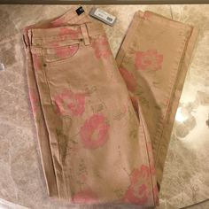 NWT Just USA khaki floral print skinnies size 28 Never been worn size 28 floral print khakis. Super cute and comfy just not right size. Just USA  Pants Skinny