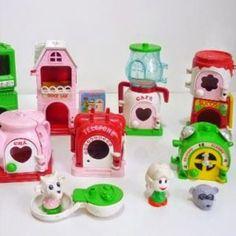 """Como adorava brincar de GulliverLandia, a """"cidadezinha que cabe no seu coração"""". Você teve?  Quer matar as saudades da coleção da GulliverLandia e de mais de 700 brinquedos dos anos 80 e 90? Basta acessar o blog www.voceselembra.com - o maior arquivo digital dos anos 80 e 90 do Brasil.  Marque um amigo(a) que também vai adorar relembrar! 90s Toys, Retro Toys, Animation Film, Best Memories, Quality Time, Childhood Memories, The Balm, Nostalgia, Old Things"""