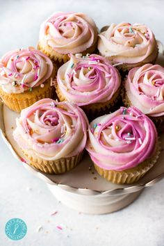 How to Pipe a Two-Toned Frosting Rose + Video ~ Ever curious about this beautiful buttercream technique? It's so easy! Learn how to pipe a two-toned frosting rose with this recipe and video tutorial. Mocha Cheesecake, Low Carb Cheesecake, Cheesecake Recipes, Frosting Recipes, Cupcake Recipes, Dessert Recipes, Coctails Recipes, Drink Recipes, Valentine Desserts