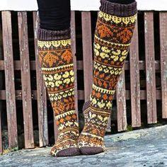 Kirjoneulesukat – katso ohje | Meillä kotona Fair Isle Knitting, Knitting Socks, Red Green Yellow, Wool Socks, Designer Socks, Leg Warmers, Mittens, Knit Crochet, Knitting Patterns