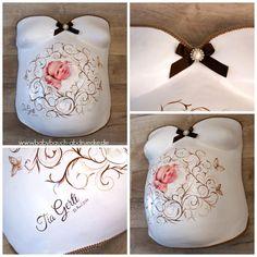 Gipsabdruck vom Babybauch verziert mit braunen Ornamenten, Foto und Geburtsdaten vom Baby. Made by Atelier Body-pArts, www.babybauch-abdruecke.de