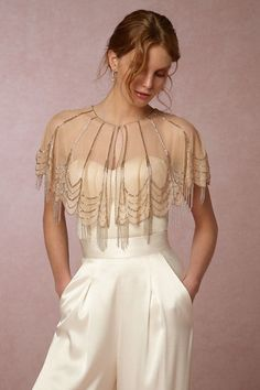 The Best New Bridal Accessories bridal capelet gold Estilo Gatsby, Trendy Dresses, Casual Dresses, Cut Up Shirts, Look Retro, Cooler Look, Embellished Dress, Fashion Outfits, Womens Fashion
