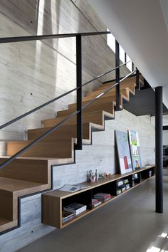 Modern Stairs // Pitsou Kedem Architects have completed the design of a penthouse apartment in Tel Aviv, Israel. Architecture Details, Interior Architecture, Stairs Architecture, Creative Architecture, Pitsou Kedem, Escalier Design, Stair Handrail, Handrail Ideas, Railings For Stairs