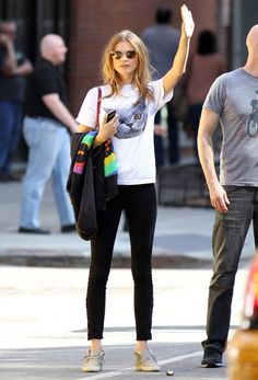 Cat Tee + Shades + Black Pants #Street Style