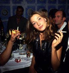 Carla Bruni Lauren Hutton, Carla Bruni, Smoking Ladies, Girl Smoking, Linda Evangelista, Christy Turlington, Naomi Campbell, Kate Moss, Bardot