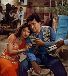 Bombay, Rishi Kapoor and Juhi Chawla holds hands on set Punjabi Traditional Jewellery, Juhi Chawla, Rishi Kapoor, Steve Mccurry, Famous Singers, On Set, Indian Beauty, Bollywood, The Incredibles