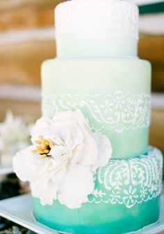 To me this cake pays tribute to Fiji; it's beautiful blue water, perfect white sand & tropical flowers. I love the detail of the pattern also