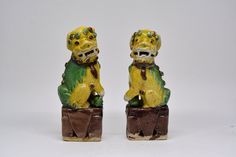 Pair vintage pottery Fu lions figures 7 inches long, 1980-90s