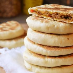When you think Middle Eastern or Mediterranean food the humble pita always comes. Dutch Recipes, Turkish Recipes, Bread Recipes, Cooking Recipes, Dessert Bread, Dessert Recipes, Tapas, Morrocan Food, Middle East Food