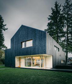 casa moderna con fachada de madera
