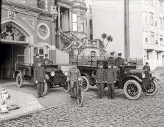 """San Francisco, 1921. """"Camiones del Departamento de Bomberos de Sonoma ( Condado de Tuolumne ) REO en Motor Company No. 15 estación de bomberos , California Street . """""""