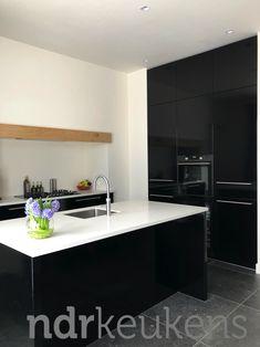 Kitchen Island, Enorm, Home Decor, Kitchens, Living Room Ideas, Bedroom, Island Kitchen, Decoration Home, Room Decor