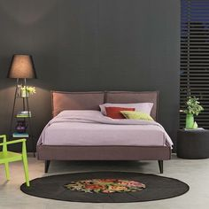 Bravo Metro combines linear shapes and soft upholsteries ...enjoy your bedroom  by oggionilettidinamici