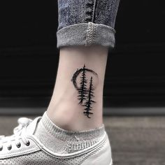 Tattoos♡ Tall evergreen tree tattoo on your back. Hand Tattoos, Body Art Tattoos, I Tattoo, Cool Tattoos, Tatoos, Deer Tattoo, Raven Tattoo, Sleeve Tattoos, Back Tattoo Women