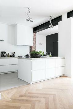 Rustic Kitchen, New Kitchen, Kitchen Dining, White Kitchen Inspiration, Modern Kitchen Interiors, Floor Design, Kitchen Layout, Beautiful Kitchens, Kitchen Flooring