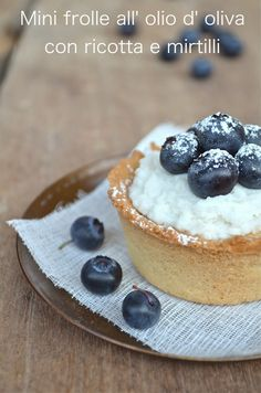 Mini frolle all' olio d' oliva con crema di ricotta e mirtilli...quasi delle cheesecake
