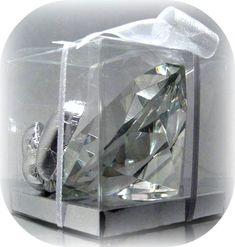 Suzy Homefaker: EDIBLE SUGAR DIAMONDS.❤️This is what the editable diamond, packaged in a clear box, looks like for your wedding favors. Have U ever seen something so unique, clever and screaming elegance. U will be the talk of the town for sure!! Can U tell I'm a bit excited?❣❣❣