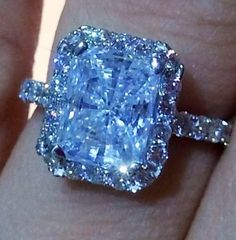 Pure diamond Blue. It's Stunning. Very Beautiful ring SLVH ♥♥♥♥