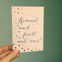 """""""Du musst dir schon selbst Konfetti in dein Leben pusten"""" 🎉🎉🎉 Die Karte """"live.love.sparkle"""" ist online ➡️ im Shop #hochzeitskarten #hochzeitseinladung #hochzeitseinladungen #karten #hochzeit #goldfoil #gold #feiern #weddinginvite #wedding #weddingstationery"""