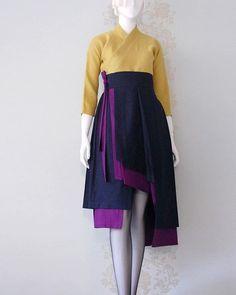 여러분 감기조심하세요⛅^^~ 이번 독감은 너무 지독했어요.. 따뜻한 차도 좀 자주 마셔야겠구요^^☕ 건강이 제일이어요!! 힘!! 봄을 부르는 {천의리을} 비대칭 두색 허리치마와 천의핏 린넨 당의저고리 방문예약 02.542.7598 #천의리을 #한복스냅 #허리치마 #wedding #photo #artist #fashionshow #Korea #traditional #clothes #hanbok #designer #London #model #한복화보 #dress #천의무봉 #남자한복 #생활한복 #조영기 #한복디자이너 #송소희 #한복 #design #드레스 #패션쇼 #kpop #fashion #style