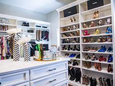 Walking closet Con Estantería blanco alinearon con los zapatos
