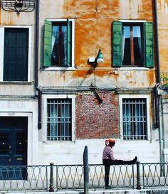 E Prima di Tornare al Lavoro sulla Gondola un pò di Streaching  (Credo che Sia una delle Foto Più Divertenti che Io Abbia Mai Fatto) BUONA GIORNATA AMICI  #unmulonamilano #gotourism #gotourismexplore #ig_italia #Venezia #italiainunoscatto #volgovenezia #awesomephotographer #traverawesome #awesomeearthpix #loves_europe #vsco #topeuropephoto #awesomepix #earthofficial #earthfocus #italia_inunoscatto #fantastic_earthpix #landscape #earthlandscape #igersitalian by abram2.0