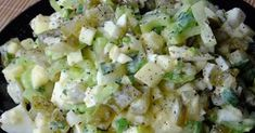 Składniki: seler naciowy (150g) ogórki kiszone (300g) 2 jajka (120g) cebula (50g) szczypiorek jogurt naturalny (150g) 1 łyżecz...