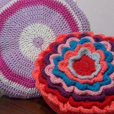 Al fin viernes!! Nuevo modelo de almohadon redondo ❤ #handmade #almohadon #decoracion #crochet #crochetargentina #almohadones #love #knitting #mardelplata #crochetear #crochetargentina #ganchillo #handmadefestival #hechoconamor