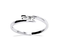 Our diamond ring Solina in white gold looks so beautiful on sun-tanned hands #Yorxs #Diamantring