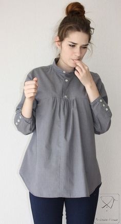 Recycled men's shirt ideas ~ I often find high-end men's shirts in odd sizes that were never worn at all, at thrift shops. another idea I like, is making dresses out of them for little girls.Recyled man's shirt gray tunic by machemisedhomme on EtsyBr Diy Clothing, Sewing Clothes, Sewing Men, Sewing Shirts, Kurta Designs, Blouse Designs, Recycled Mens Shirt, Umgestaltete Shirts, Flannel Shirts