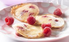 Als Dessert, Beilage oder süße Hauptmahlzeit sind diese fruchtigen Pfannkuchen ein Genuss! Aus unserem Rezept können Sie etwa 12 kleine Puffer backen. Zutaten für etwa 12 Pfuffer 250 g Himbeeren, …