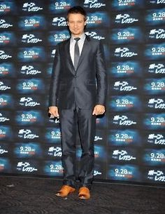 That tight suit = happy Renner fans  Jeremy in Japan for The Bourne Legacy (from jeremyloverobsessedmoi on Tumblr)