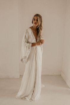 Lace Wedding Dresses: Add a Touch of Femininity to Your Wedding Day Look – Lady Dress Designs Bridal Gowns, Wedding Gowns, Bo And Luca, Bohemian Bride, Boho Hippie, Gowns Online, Plus Size Wedding, Bridal Style, Dress Making