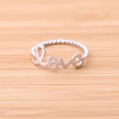 love ring with twisted ringline, silver
