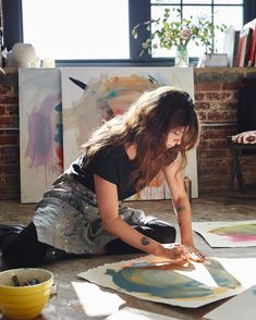 Art, artist at work, artist painting, artist workspace, my art studio Artist Life, Artist At Work, Girl Artist, Paint Paint, Foto Fashion, Style Fashion, Artist Aesthetic, Art Hoe, My Art Studio