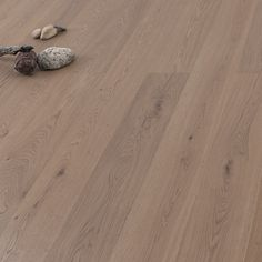 ArtNr. 33670 WILDBRETT Landhausdiele Asteiche gebürstet leicht grau geölt. ... perfekter Naturzholzboden für kreative Köpfe! Der gräulich homogene Ton der Landhausdiele Asteiche (ArtNr. 33670) wirkt solide und lässt sich mit jedem Einrichtungsstil kombinieren - perfekt, wenn Sie Ihre Wohnräume immer mal wieder umgestalten! #landhausdiele #parkett #naturholzboden #einrichten #wohnen #holzboden