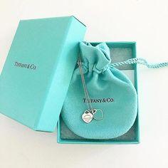 [Tiffany & Co. - New Ideas - Beautiful jewelry - [Tiffany & Co. - New Ideas [Tiffany & Co. Dainty Jewelry, Cute Jewelry, Luxury Jewelry, Jewelry Gifts, Jewelery, Silver Jewelry, Vintage Jewelry, Silver Ring, Silver Bracelets