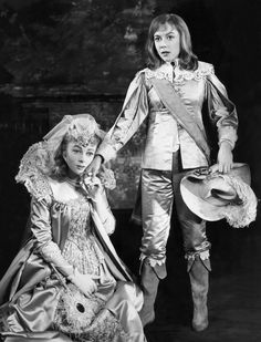 Mint Olivia a Stratford-on-Avon cég 1960-as produkcióján, a Twelfth Night, Dorothy Tutinnal, Violával.