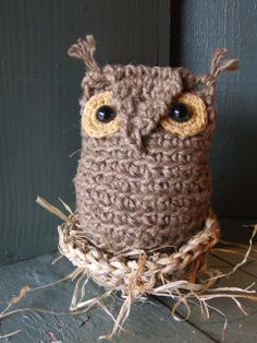 Crocheted Jute Owl by umelecky, via Flickr. --- wouldn't this be great, knotted as a door stopper :-) -ShiCr-