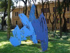 """Galeria: Esculturas no Jardim da Luz. Escultura: """"Pincelada Tridimensional"""", de Marcelo Nitsche ferro e poliuretano 400 x 300 cm 200 Acervo da Pinacoteca do Estado"""