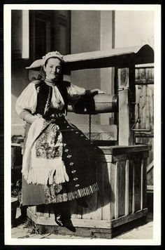 Kalotaszeg; Pártás leány a kútnál My Heritage, Traditional Dresses, Hungary, Pagan, Old Photos, Costumes, Life Is Good, Old Pictures, Dress Up Clothes