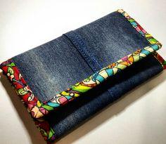 Best 12 Beautiful fun and colourful clutch bags – - Bags 2019 Denim Handbags, Denim Tote Bags, Denim Purse, Clutch Bags, Diy Jeans, Pochette Portable Couture, Artisanats Denim, Jean Diy, Diy Pochette