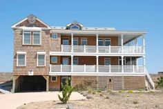 Klein Cottage Kitty Hawk (North Carolina) Klein Cottage offers accommodation in Southern Shores, 20 km from Nags Head and 6 km from Duck. The property is 6 km from Kitty Hawk and boasts views of the sea.  The kitchen is fitted with a dishwasher and an oven.