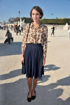 Alexa wore a gorgeous Chloe blouse and Charlotte Olympia pumps at Paris Fashion Week, and no sooner had she flung her outfit back into her suitcase had Topshop produced a paisley blouse that looked suspiciously similar… Fashion Idol, Diva Fashion, Paris Fashion, Fashion Tips, Alexa Chung Style, Church Fashion, Paisley Dress, Paisley Print, Tribal Fashion