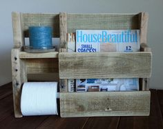 Rustic Magazine Rack Toilet Paper Holder made from Reclaimed and Repurposed Pallet Wood Pallet Crafts, Diy Pallet Projects, Wood Projects, Woodworking Projects, Pallet Ideas, Pallet Furniture, Rustic Furniture, Palette Deco, Deco Champetre