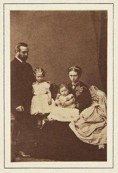 Princess Elizabeth (Ella) with his parents and sister Victoria