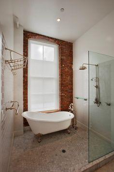Baignoire à pattes de lion{ no more effing glass shower door cleaning! booyah!!!}